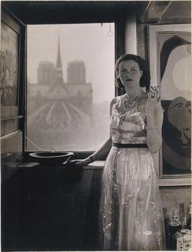 Peggy_Guggenheim,_Paris,_photograph_Rogi_André_(Rozsa_Klein)